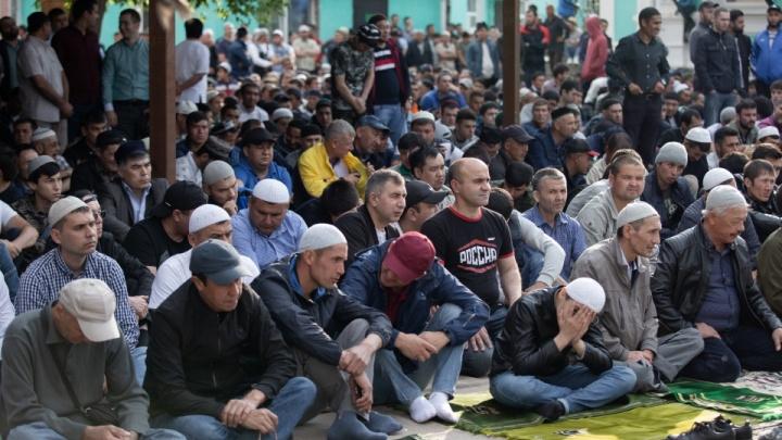 В мечетях Челябинска в Ураза-байрам помолятся за погибших и раненых в Казани. Расписание намазов