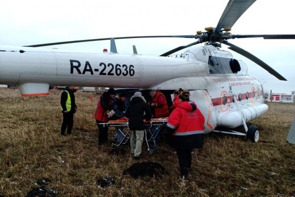 Вертолетом пациентов доставляют в Пермь из отдаленных населенных пунктов края