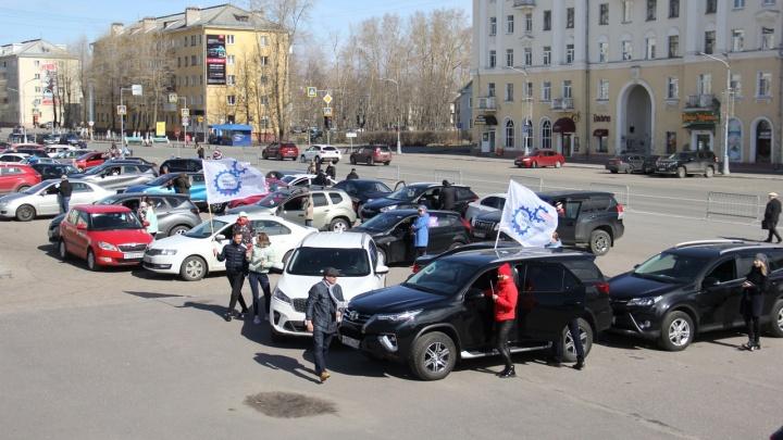 В честь 1 Мая автомобилисты Северодвинска составили название города из своих машин