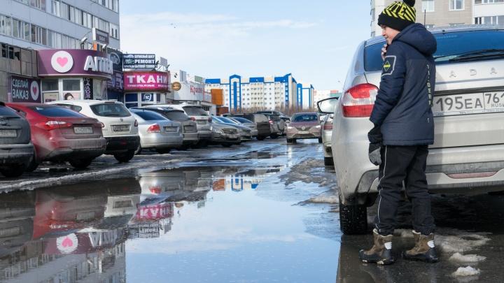 Утонуло авто, застряла скорая: в затопленной талыми водами Югре проверят действия чиновников