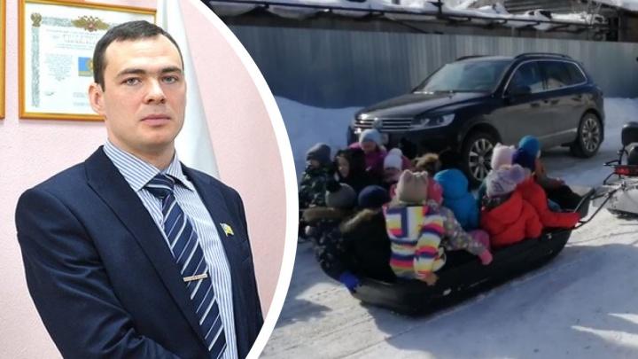 Депутат, организовавший опасные катания для детей в Косулино, объяснил негативную реакцию политическими мотивами