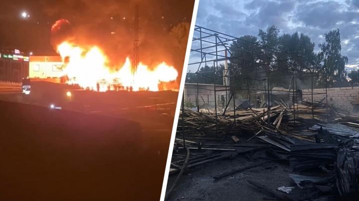 В Новосибирске ночью вспыхнул склад стройматериалов — сообщается об одном погибшем