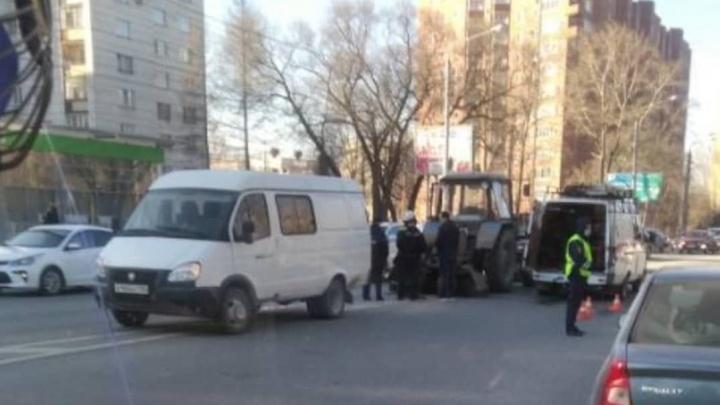 «Техника безопасности написана кровью»: в Перми водителя трактора намотало на щетки и он погиб