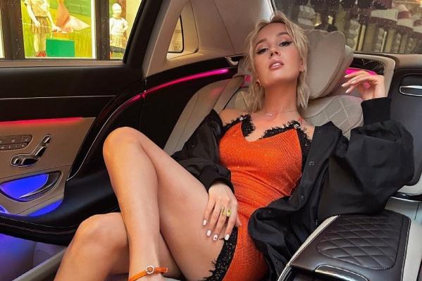 У Клавы это первая машина, но не так давно она покупала авто своему папе. Та машина была куда скромнее — Toyota Camry