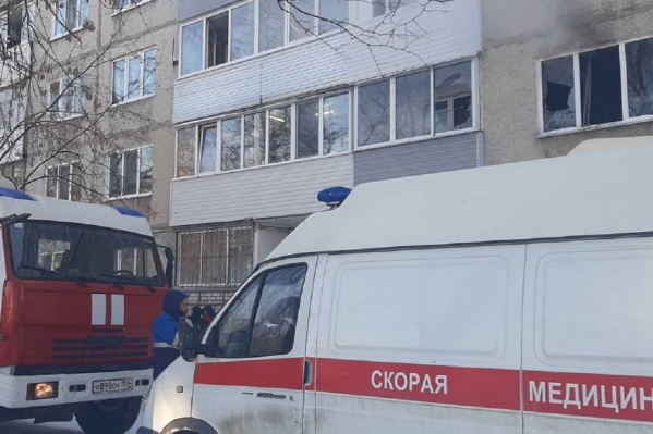 Пожар произошел в одной из квартир панельного дома на улице Ласьвинской
