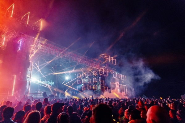 Большой концерт (6+) в поддержку фестиваля можно будет увидеть 27 июня в прямом эфире. Начало — в 19:00