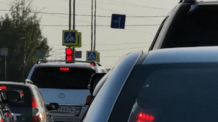 В Тюмени из-за сплошных проверок образовалась 5-километровая пробка