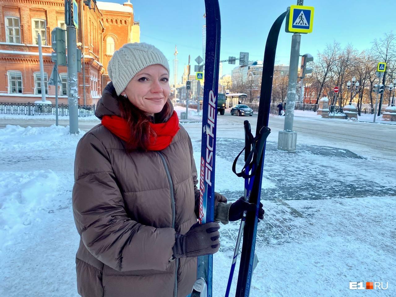 Прохожие ничем не показывали своего удивления, будто каждый день по проспекту Ленина ходят на лыжах