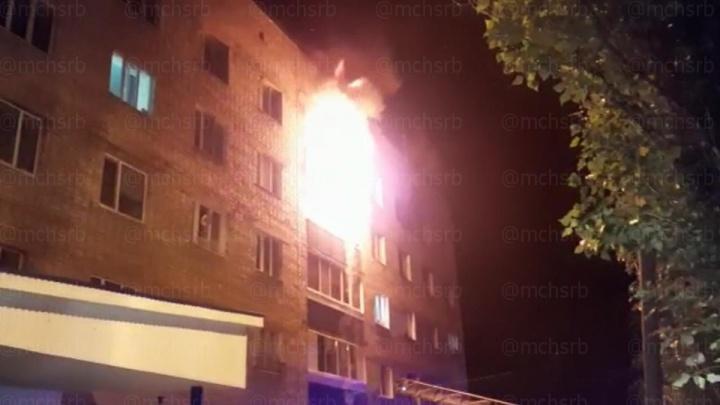 В Башкирии из горящей пятиэтажки эвакуировали 5 детей и 25 взрослых