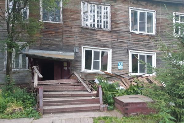 Из здания эвакуировали четырех жильцов