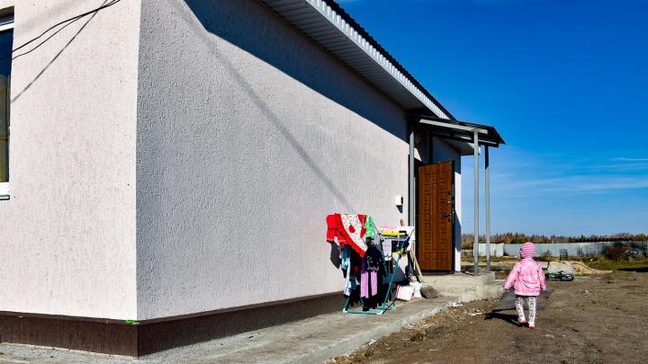Поселок на пепелище: смотрим новые дома жителей, пострадавших от огненного шторма на юге области