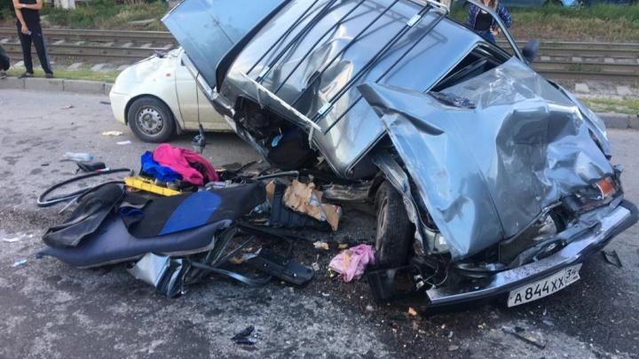 Крупная авария в Волгограде. Четыре машины превратились в месиво из металла и пластика