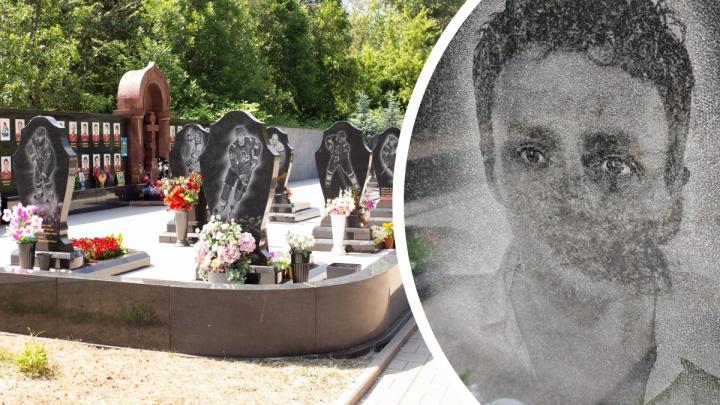 «Бог простит»: отец Ивана Ткаченко обратился к вандалам, облившим памятник хоккеисту гудроном