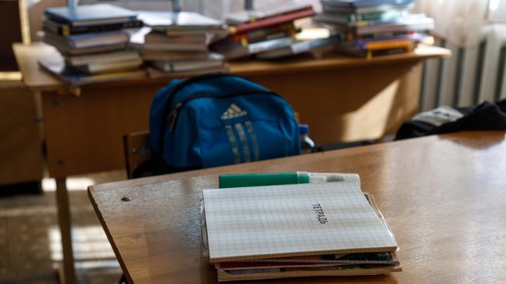 «Начали выдавать квитанции с фамилиями»: в Волгограде с родителей требуют около полумиллиона рублей на охрану школы