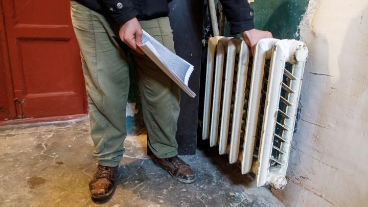 «Батареи греть должны, а они охлаждают»: пятиэтажка в центре Волгограда замерзает без тепла
