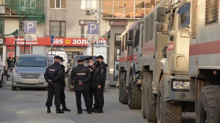 Полиция не пускает екатеринбуржцев в метро. От «Площади 1905 года» всех гонят на «Геологическую»