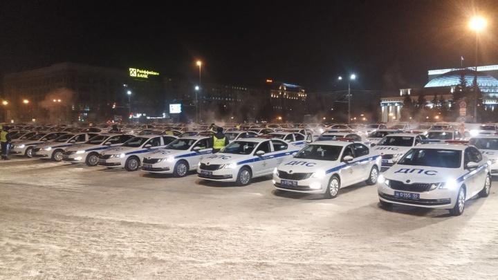 На площади Ленина заметили десятки машин ДПС — в полиции рассказали, что происходит