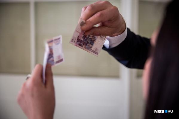"""Всего женщина изготовила <nobr class=""""_"""">51 купюру</nobr> номиналом <nobr class=""""_"""">500 рублей</nobr> и одну номиналом <nobr class=""""_"""">2000 рублей</nobr>"""