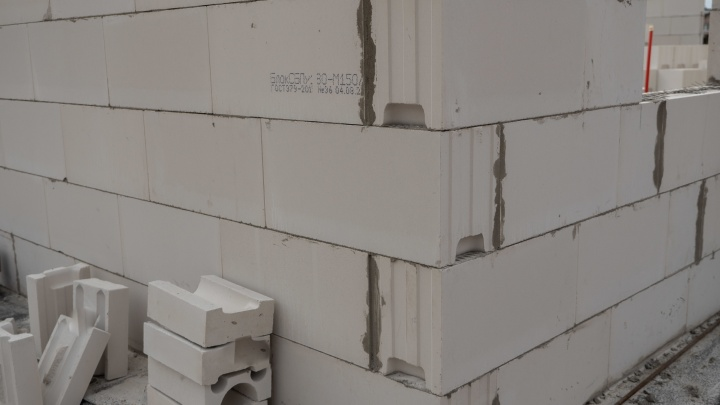 Дом из современного стройматериала: как будут строить выставочный коттедж из силикатных блоков