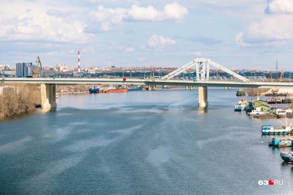 Из трех запланированных очередей Фрунзенского моста пока что достроена только одна