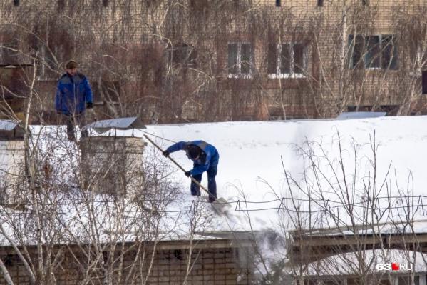 Мужчину обвинили в том, что он плохо чистил снег