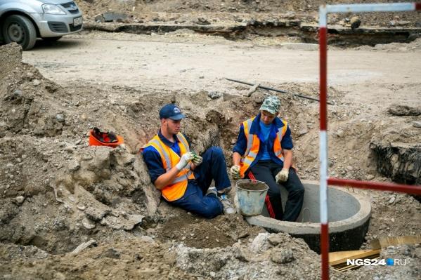 """По данным мэрии, на лето 2016 года в Красноярске сетями ливневой канализации оборудовано<nobr class=""""_"""">20%</nobr>дорог. Строительство ведется каждый год"""