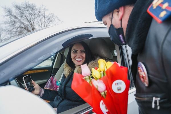 """Компания «АГАТ» и ГИБДД города Волгограда поздравляют всех женщин <nobr class=""""_"""">с 8 Марта</nobr>"""
