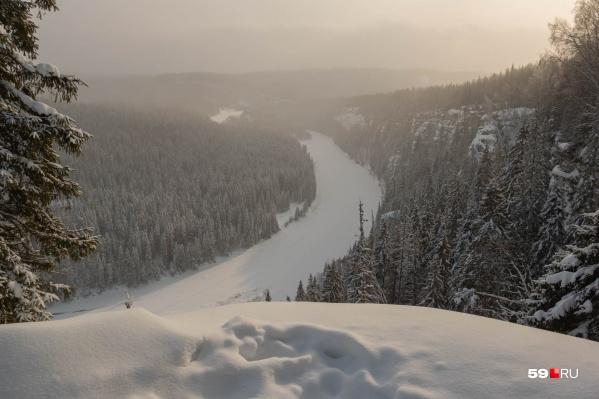 Вид с Усьвинских столбов. Зимой подъем на такую высоту может быть значительно опаснее