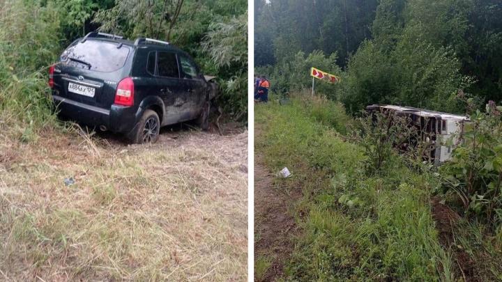 Пассажирский автобус слетел в кювет после опасного маневра пьяного водителя