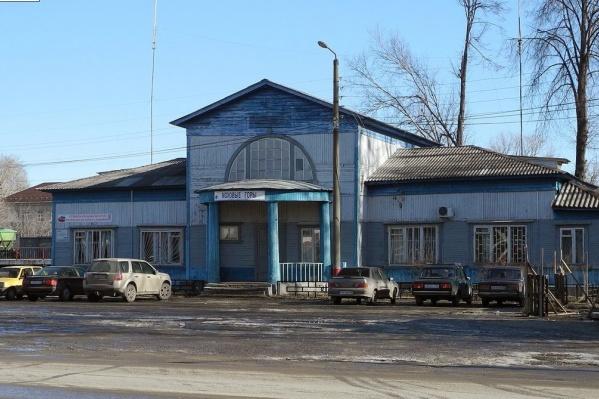 Фасады станции, согласно документам архивного фонда Управления по сооружению линии, выполнены по проектам архитектора Алексея Щусева