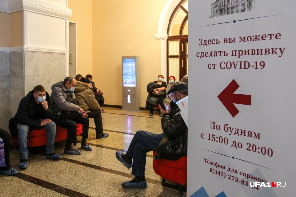 Летом власти Башкирии активизировали вакцинационную кампанию, однако с тех пор количество заболевших неукоснительно растет