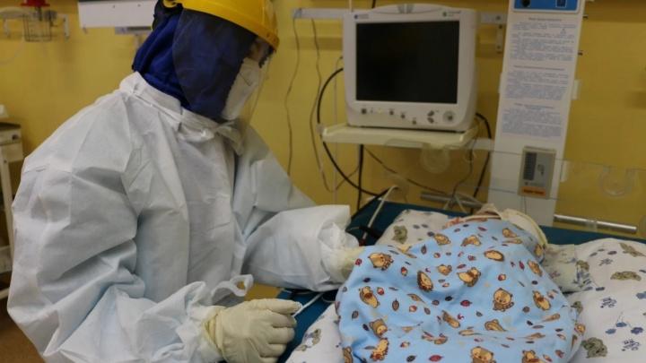 В тюменской больнице в реанимацию с пневмонией попал 4-месячный ребенок