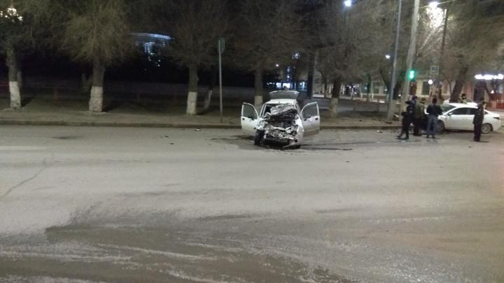 Момент страшного столкновения в центре Волгограда попал на видео