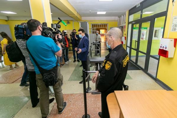В некоторых школах устроили эвакуацию