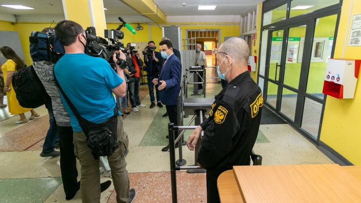 В школах Екатеринбурга прошли проверки после трагедии в Казани