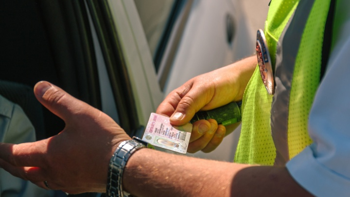 «Может, договоримся?»: что толкает водителей Самарской области «дать на лапу» инспекторам