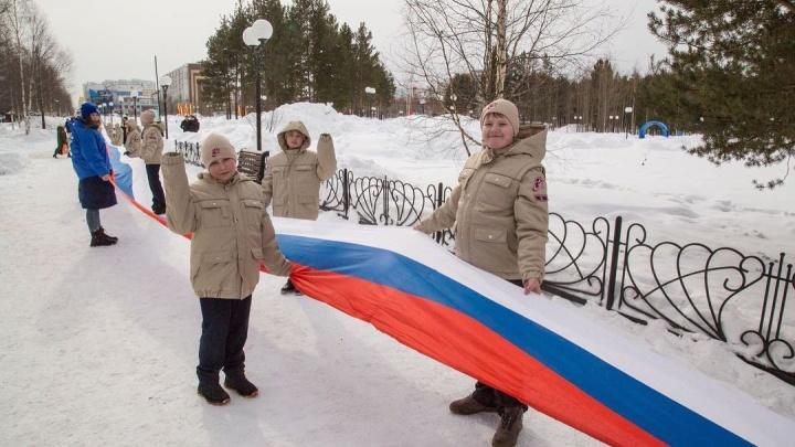 В ХМАО пятиклассников выдавали за юнармейцев, участвующих во флешмобе «Крымская весна»