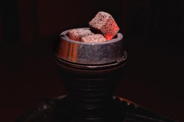 После того как кальян запретили курить в ресторанах, начали множиться кальянные