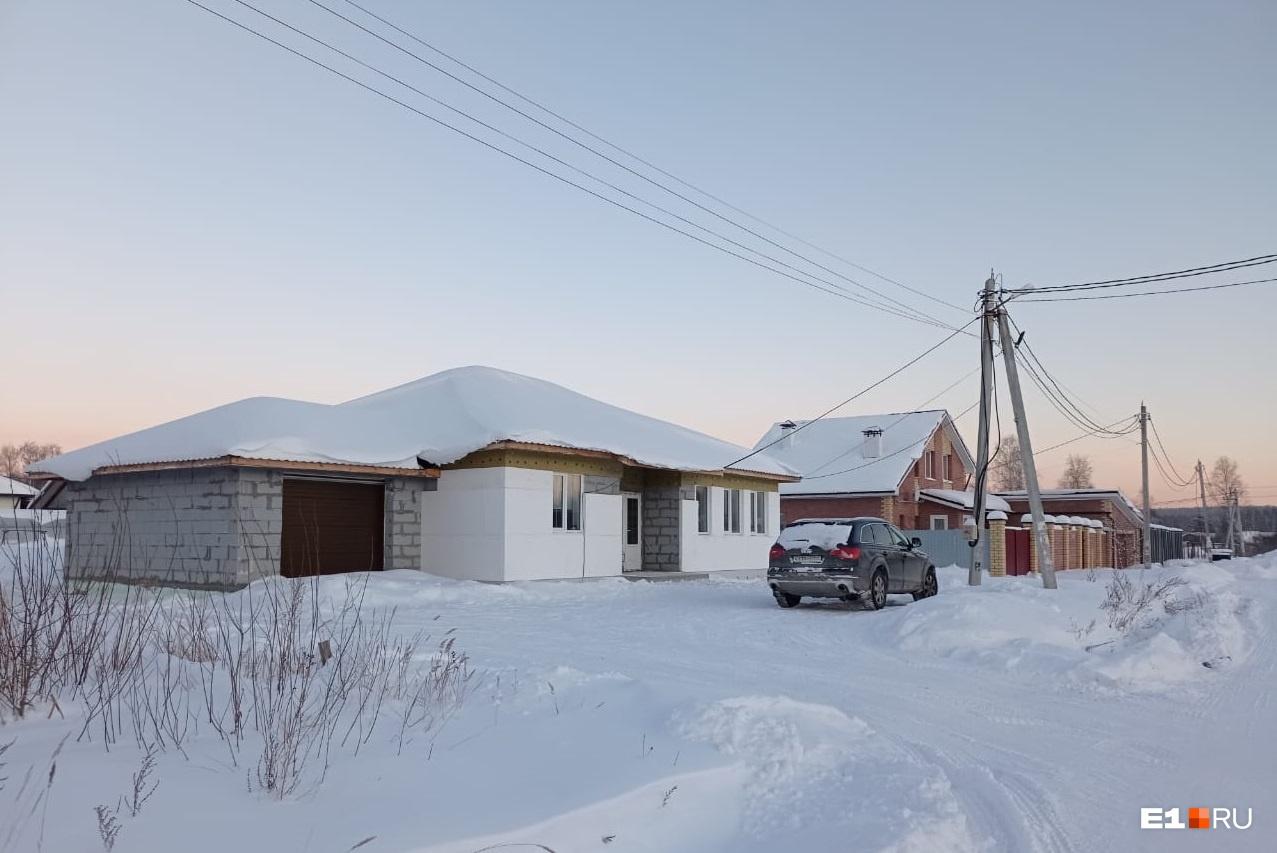 В поселке живут многодетные семьи, переезжать им некуда