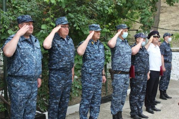 Свердловские полицейские уехали в командировку на Северный Кавказ на шесть месяцев