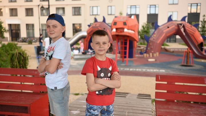 Качели вздрогнули: два брата испытали двор в Краснолесье — 24 фото, как это было