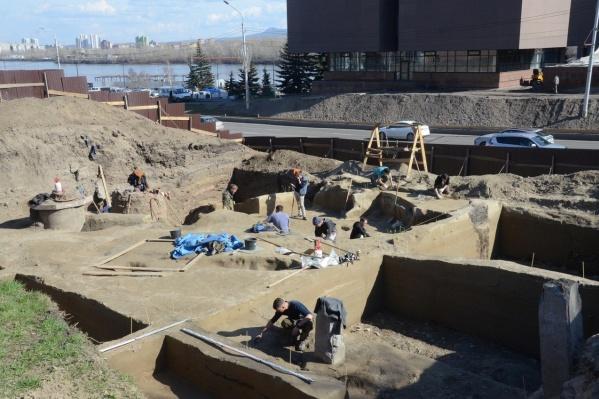 Раскопки проходили с начала апреля в нескольких слоях