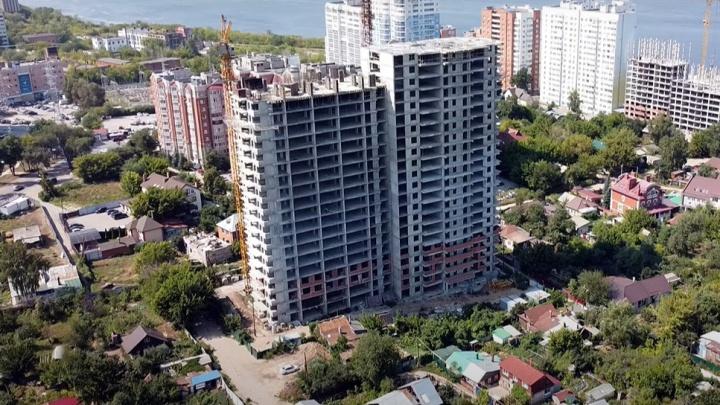 Два исполина в частном секторе: на берегу Волги построили высотный ЖК