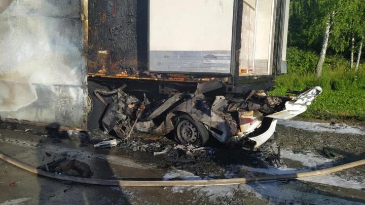 В аварии с грузовиком в Мошковском районе погиб 25-летний таксист