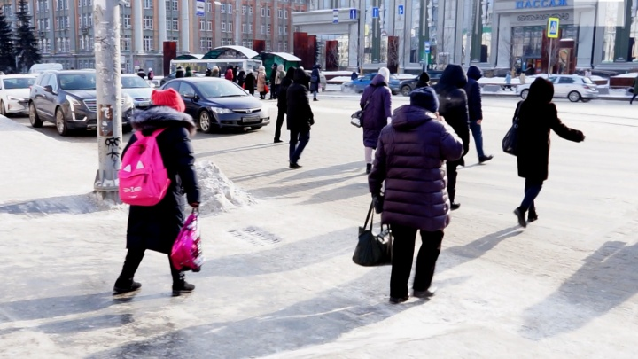 «За утро упал шесть раз». Травмпункты Екатеринбурга переполнены пациентами из-за гололеда