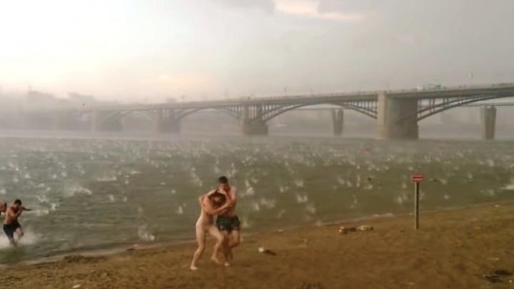«Если мы сдохнем — я тебя люблю». Как в Новосибирске сняли самый трагичный ролик об урагане