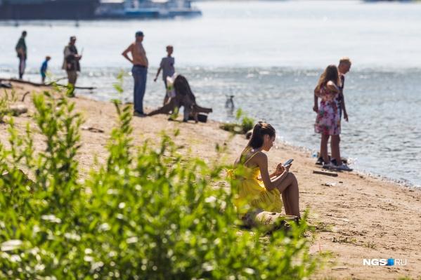 Ловить солнце и загорать горожанам придется в течение рабочей недели, а на выходных нужно будет вернуться в теплую одежду
