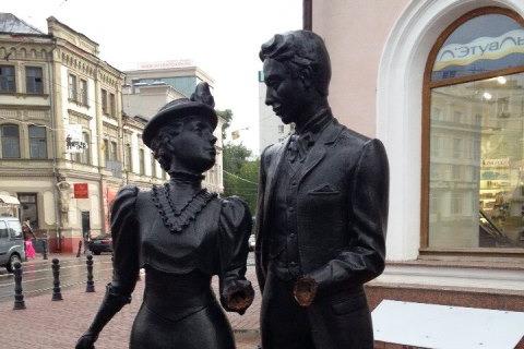 Куда пропала «влюбленная парочка» с Покровки? Выяснили судьбу скульптуры