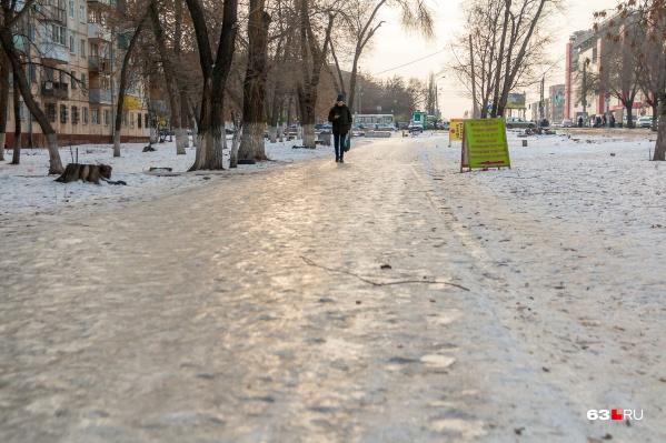 В МЧС дали рекомендации, как не навернуться на таком вот тротуаре