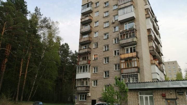 «Я не виновата»: владелицу квартиры на 9-м этаже обвинили в смерти случайной прохожей — на нее упала глыба снега